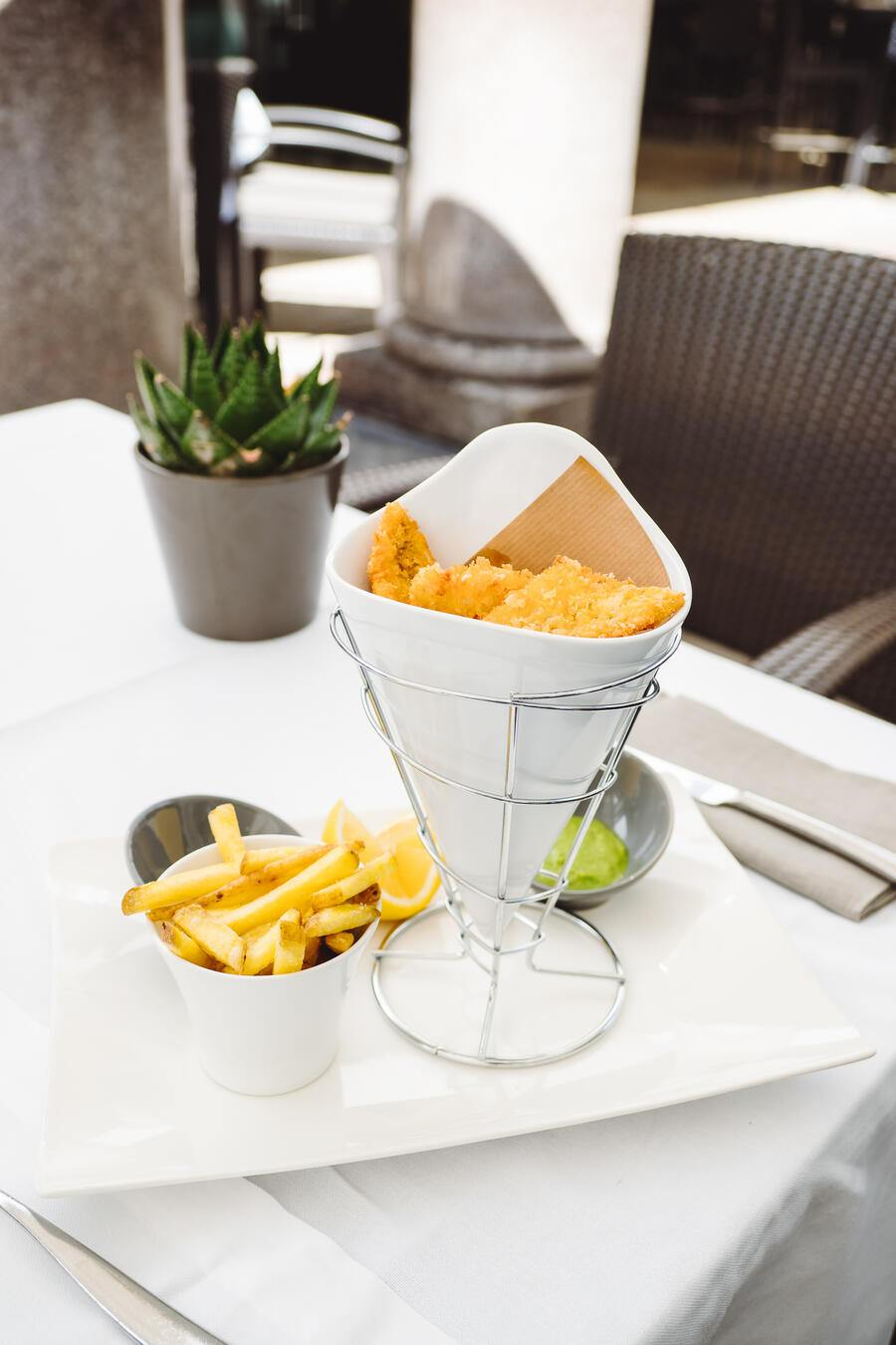 Perch & Chips - Swiss Deluxe Hotel Tour: Beau-Rivage Palace Hotel - Mittagessen im Café Beau-Rivage - Abendessen im Gourmet Restaurant von Anne-Sohie Pic  - Lausanne - 3. September 2019 - Copyright Olivia Pulver