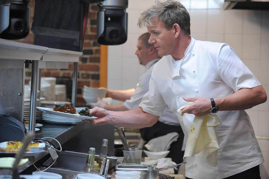 KITCHEN NIGHTMARES, chef Gordon Ramsay (right), at the La Galleria 33 (Boston, MA), 'La Galleria 33, Part I & II', (Season 6, ep. 601 & 602, aired Oct. 26 & Nov. 2, 2012), 2007-. photo: Jeff Neira / TM and Copyright © 20th Century Fox Film Corp. All rights reserved, Courtesy: Everett Collection (KEYSTONE/Everett Collection/1)