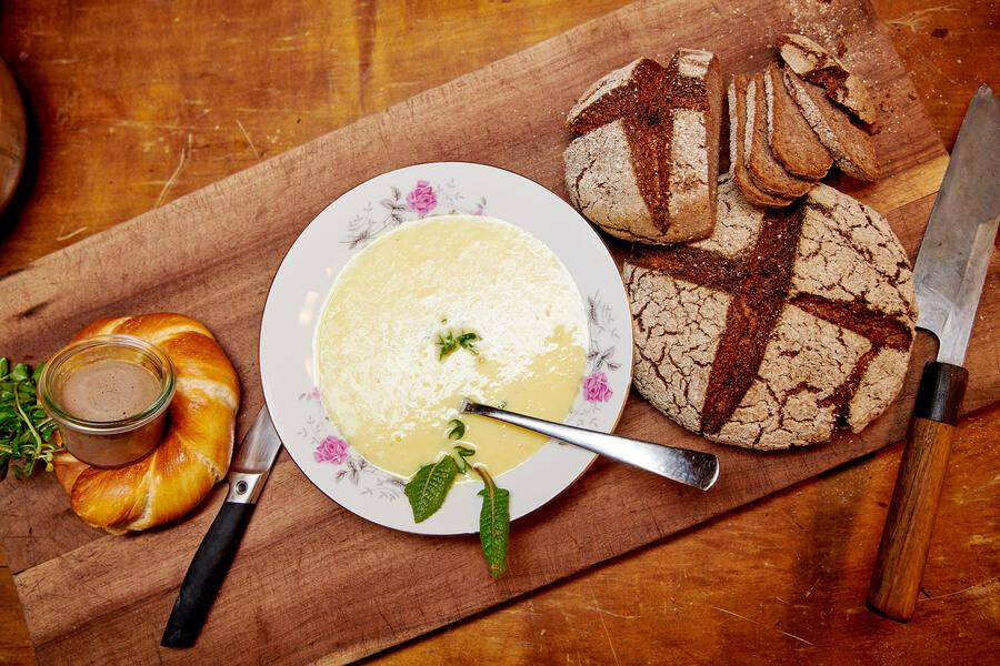 Suppe mit Brot