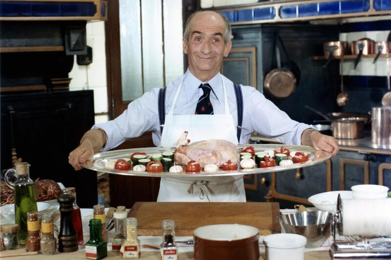 "L'acteur français Louis de Funes sur le tournage du film ""L'aile ou la cuisse"". (Photo by Sunset Boulevard/Corbis via Getty Images)"