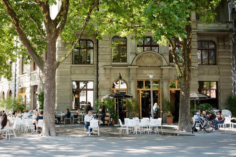 Café Bar Restaurant Bank am Helvetiaplatz in Zürich