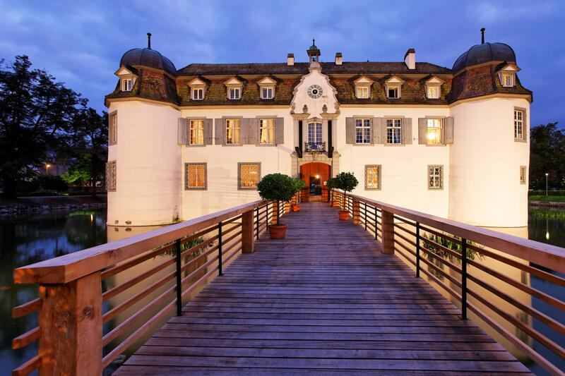 Aussenansicht vom Restaurant Schloss Bottmingen in Bottmingen - GaultMillau
